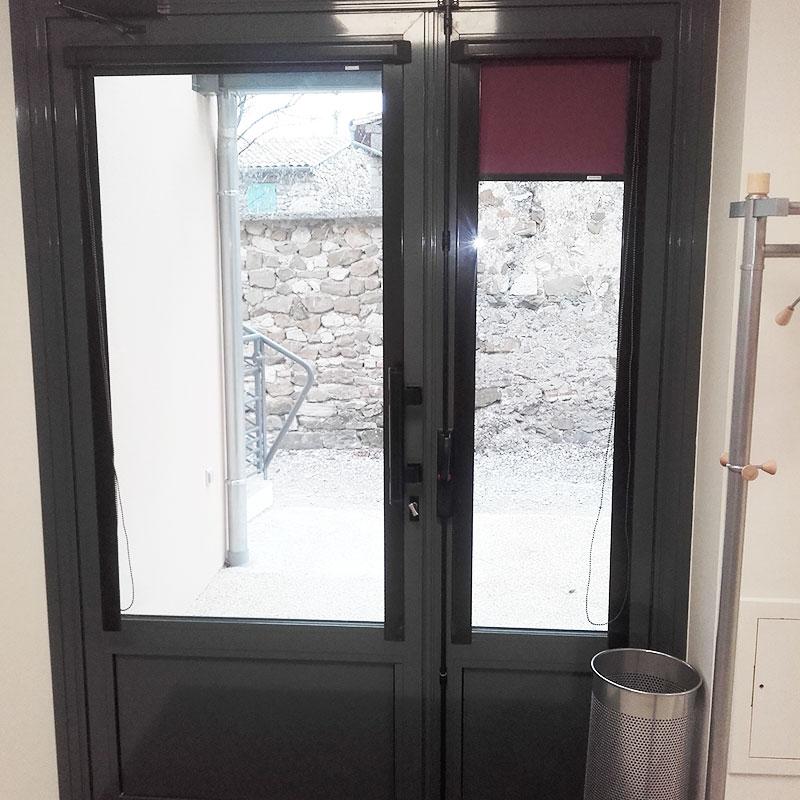 Porte d'entrée aluminium avec vitrage (côté intérieur)