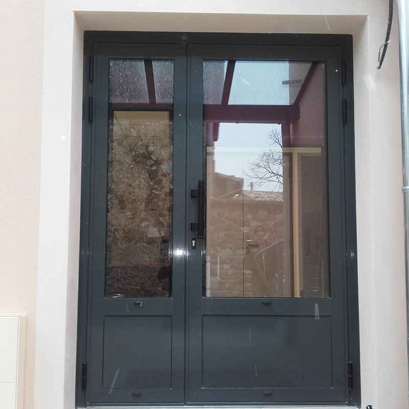 Porte d'entrée aluminium avec vitrage (côté extérieur)