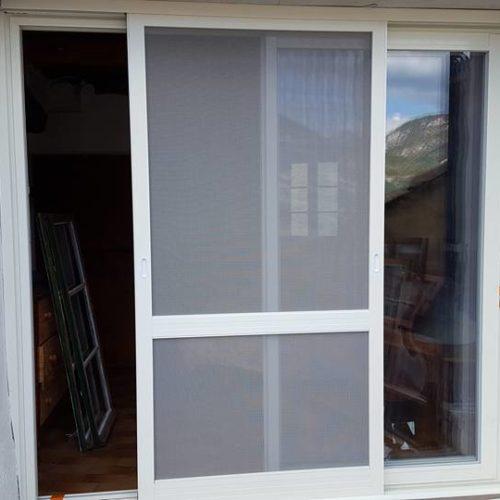 Fenêtre aluminium avec moustiquaire intégrée 1-2
