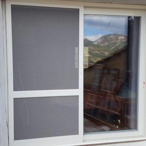 Fenêtre aluminium avec moustiquaire intégrée 1