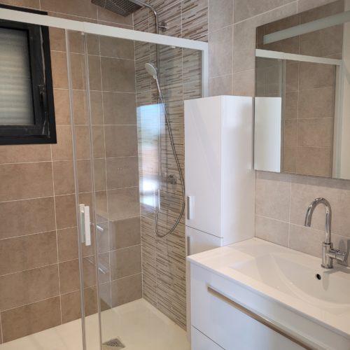Salle de bain complète sur maison neuve 1-2