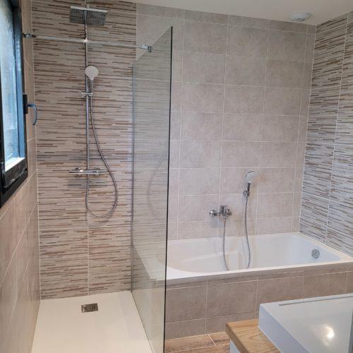 Salle de bain complète sur maison neuve – Douche et baignoire complète 2