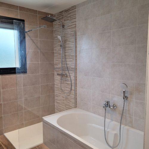 Salle de bain complète sur maison neuve – Douche et baignoire complète 3